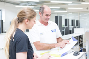 Unsere ausgebildeten Personaltrainer erstellen individuelle Trainingspläne für Skoliosepatienten