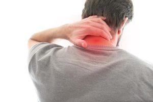 Lokale Nackenschmerzen sind Symptome für einen Bandscheibenvorfall