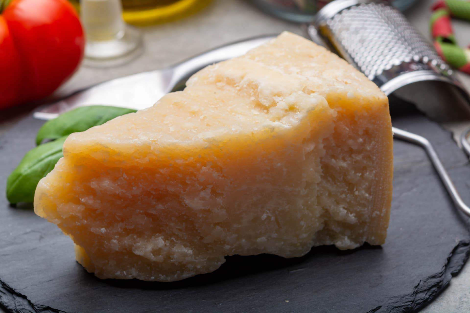 Parmesan - Platz 3 eiweißhaltige Lebensmittel