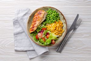 Die richtige Ernährung hilft beim Abnehmen durch Krafttraining